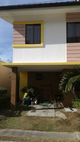Fully-FURNISHED Townhouse near beaches - Cordova