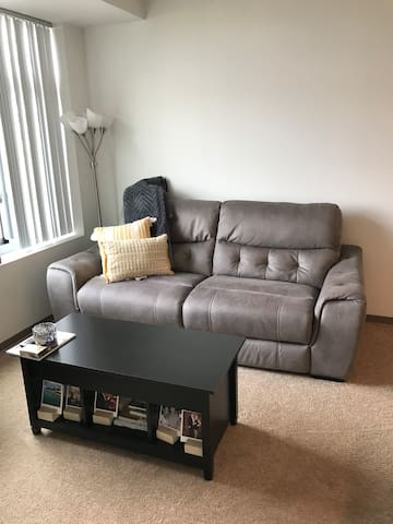 Comfortable 1BR in great Kendall location