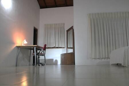 Stanza privata in una casa moderna - Kurunegala - Haus