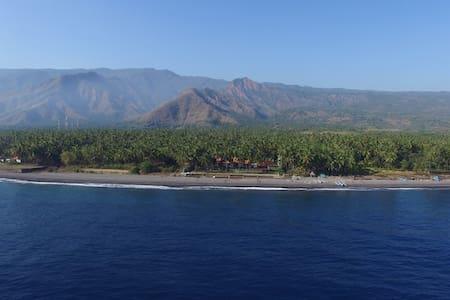 Salt Farm Resort family villa, north Bali coast - Tedjakula
