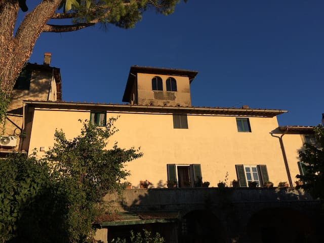 Historical Tuscan villa near Florence for 12 pax