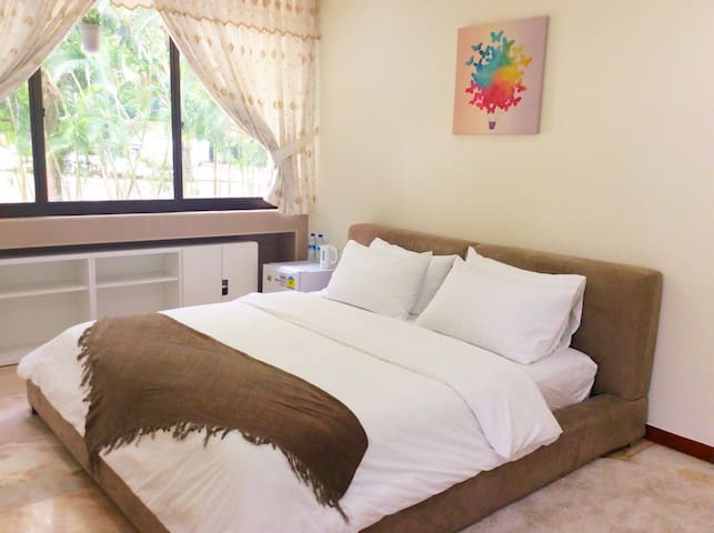 Cozy Room @ Central w/ Air-con+En Suite - Singapore - Byt