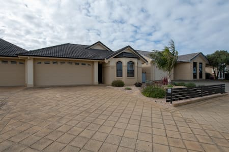 43B Saint Andrews Drive , Pt Lincoln Marina . WiFi