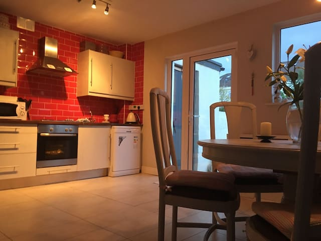 Cosy 3 bedroom home in Stillorgan - Blackrock