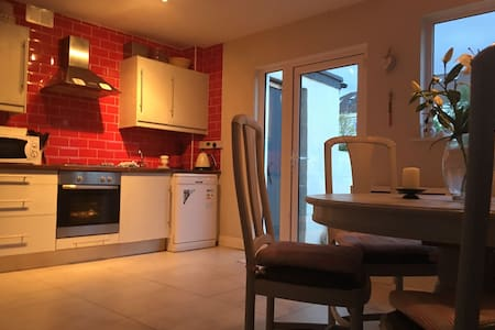 Cosy 3 bedroom home in Stillorgan - Blackrock - House