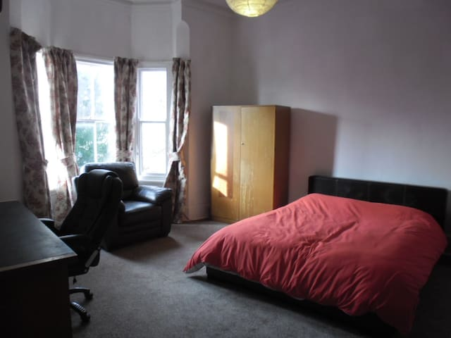 Grand House Overlooking Park - Coventry - Talo