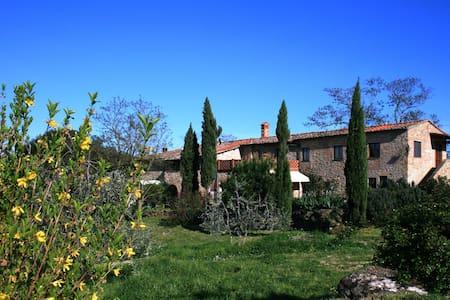 App. Deutzia - Az.Agr. Pietralta - Casale del 1200 - Gambassi Terme - Lägenhet