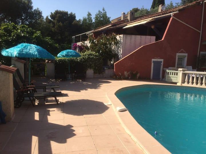 Agréable et confortable T1 terrasse, accès piscine