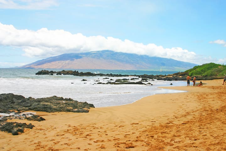 Far end of Kamaole Beach I which is connected to Charley Young Beach