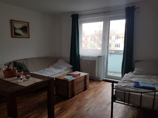 Ruhiges Zimmer mit Balkon in Wilmersdorf