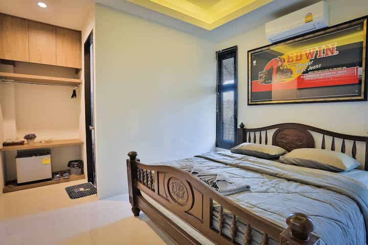 Private bed & bath Guest house (Coffee Restaurant)