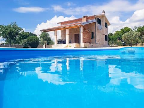 Villa Stone Pearl med opvarmet swimmingpool