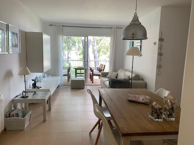 NEW! 400m → Beach﹒Modern Costa Brava Apt. w/ Pool!