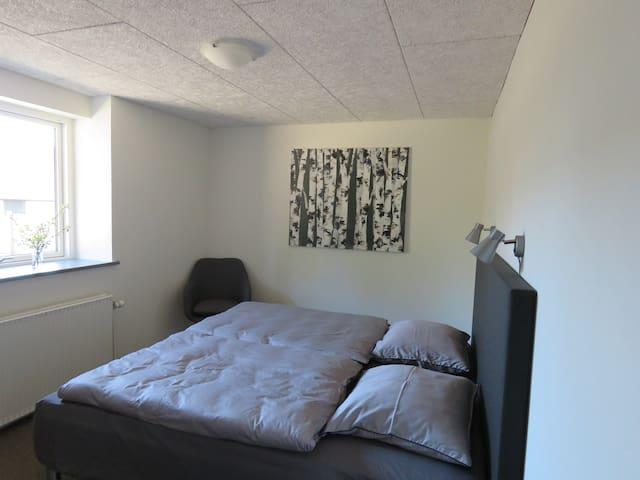 A1 Snedkerlund-ny renoveret værelse med eget bad