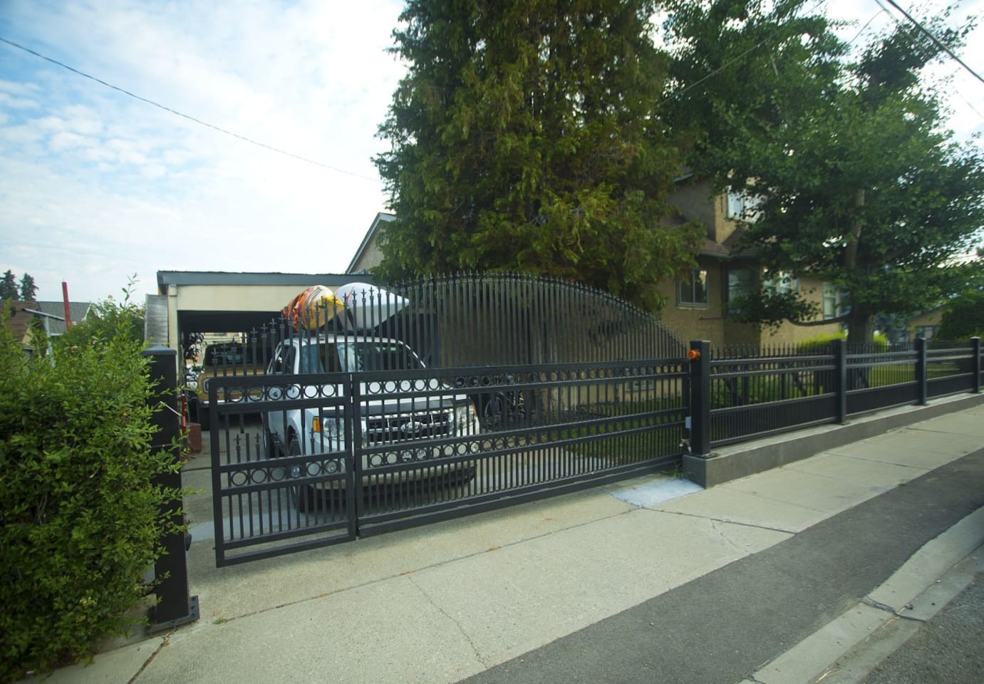 Guest entrance on Victoria Drive