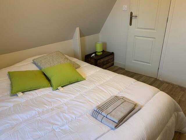 chambre 3 (petite trape dans la chambre pour accéder à un escalier car les chambres 2 et 3 sont en enfilades)