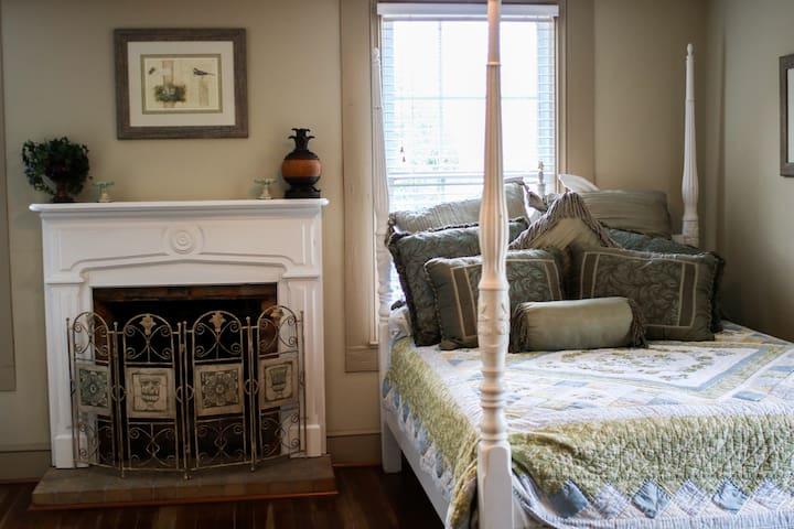 Stonebrook Manor Guest Ivy Room