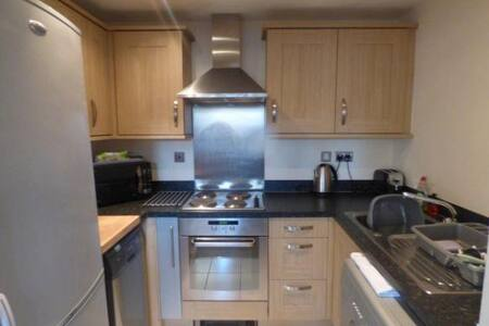 Spacious 2 Bed Apartment Great Location - Castle Donington