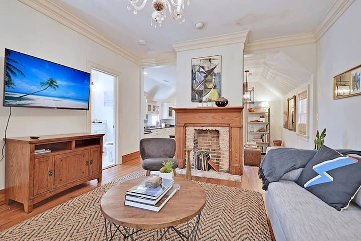 Moonstone Suite (Historic Downtown Charleston) - Only 6 Blocks from King Street!