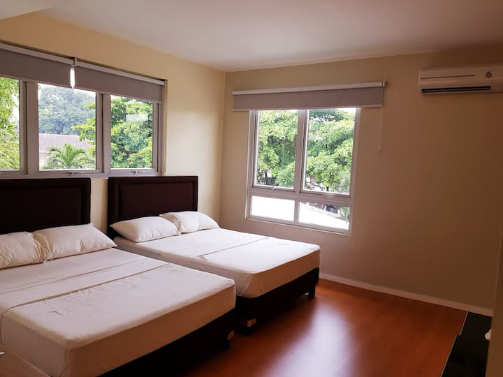 Room for 4 near greenhills / Cardinal Santos
