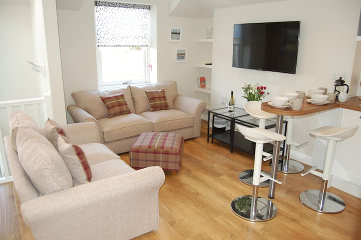 Cosy apartment paces from long sandy beach