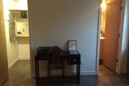 Private room in historical downtown Wilmington - Wilmington - Adosado