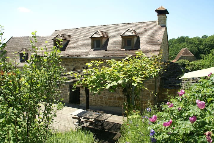 Spacious Holiday Home in Alvignac with Swimming Pool