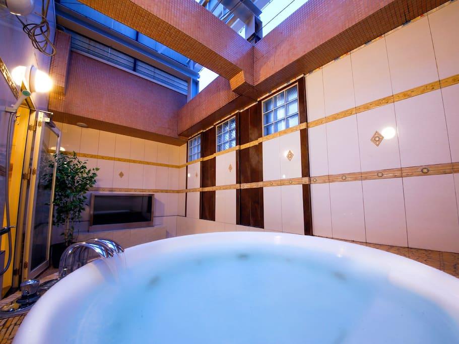 ◆貸切露天風呂(無料)◆夜風を感じながら、疲れを癒すージェットバスー