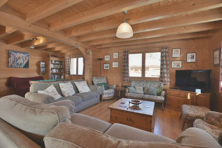 Magnificent 6 bed chalet for 12-16 people with stunning views!!