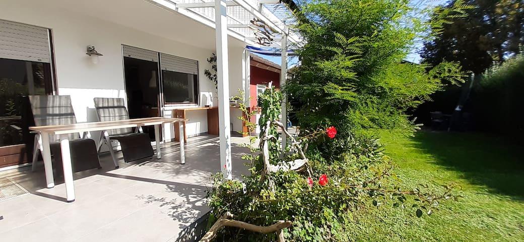 Ferienhaus mit privatem Garten, nah an Salzburg.