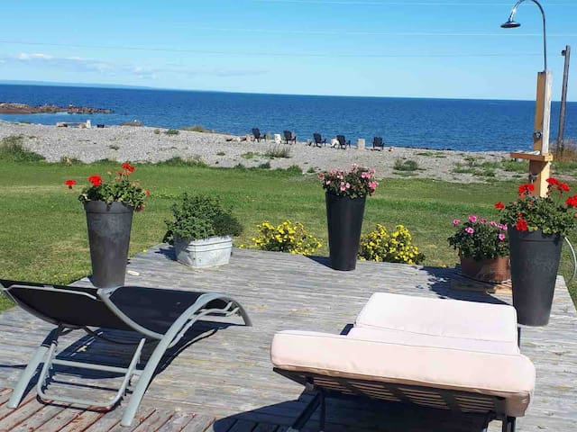 Beach-Side Cottage - 5 min to Snowmobile trails