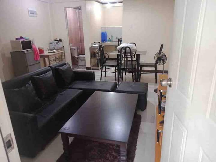 Affordable Townhouse with unlimited Wifi/Tv cable