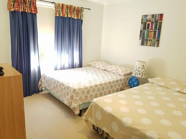 Private room, bathroom, spa and breaky in Wodonga