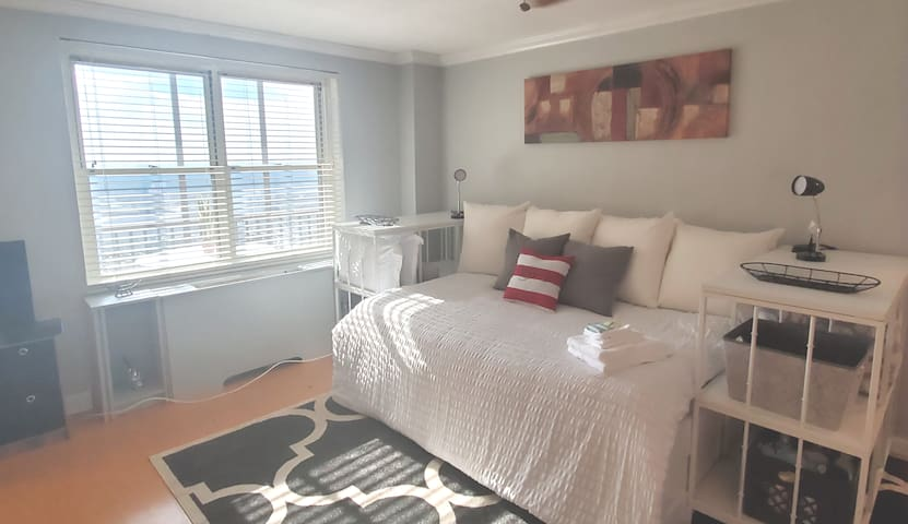 Peachtree Towers - Downtown/Clean/Secure/Walkable