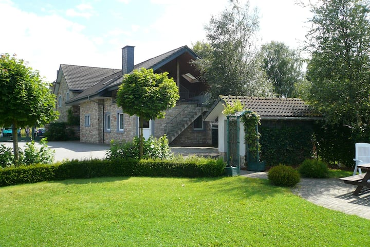 Perfect accommodation with jacuzzi and saunas, Hautes-Fagnes