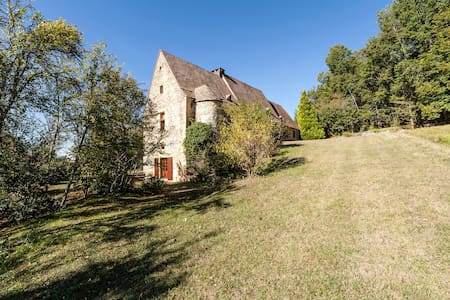 Suite in a 14th century stronghouse - Saint-André d'Allas