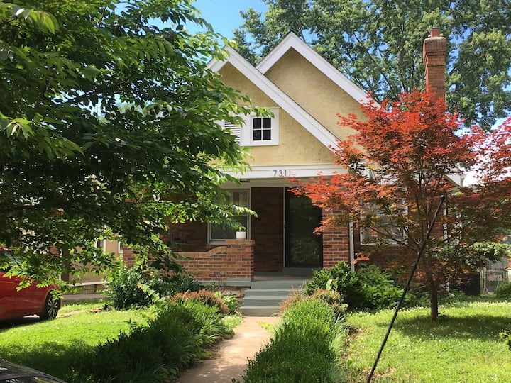 Cozy 2 BR Brookside Home, Close to Plaza
