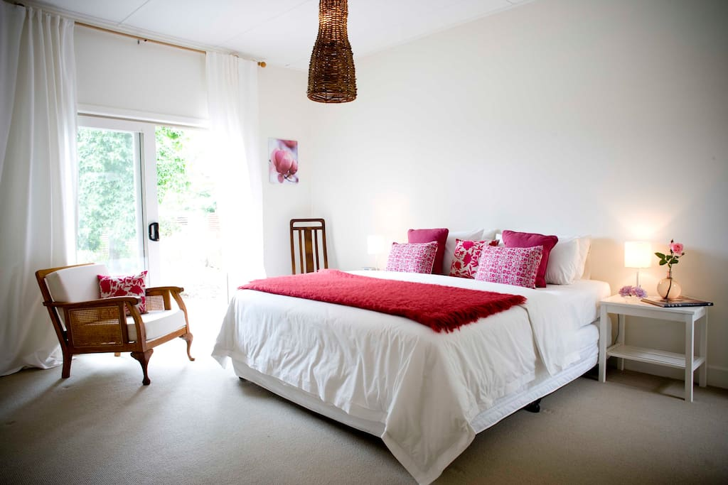 Spacious King size bed, French doors that open onto deck, enjoy the country air!
