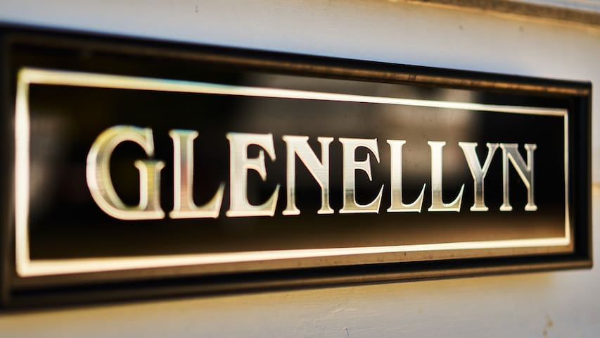 Welcome to Glenellyn House servants quarters, the original home for the Gold Commissioner in 1880.