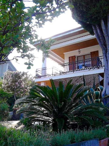 Le tortore - Quiet holiday home in Bordighera - Bordighera - Hus