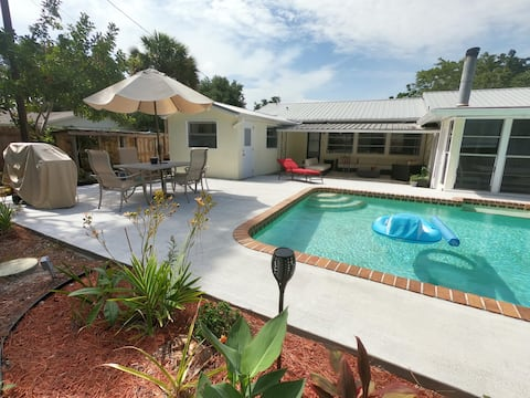 ★Heated Pool★SmartTVs★Great Location★Coastal Theme