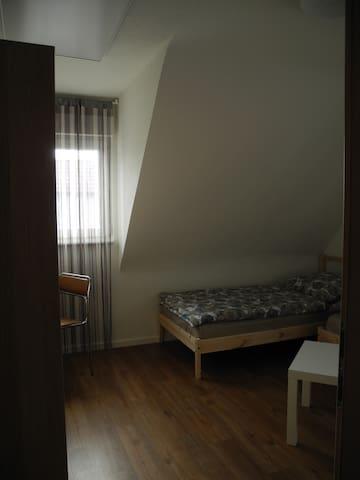 Zimmer in einem Haus - Heilbronn - House