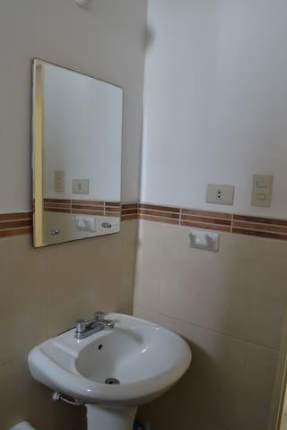 Lavabo con espejo