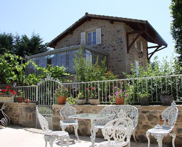 Romantic 18th century cottage - Manoir Montdidier
