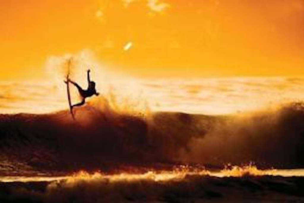 vive la adrenalina al máximo contacto directo con la mejor escuela de surf de Ecuador SurfParadise