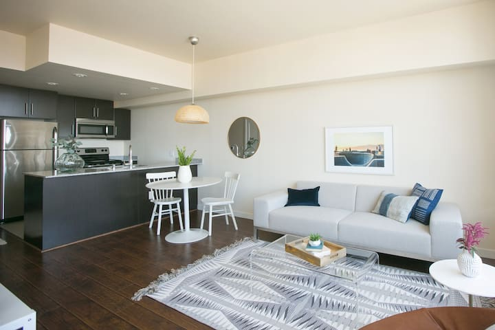 Sonder | Pinnacle on the Park | Chic 1BR + Balcony