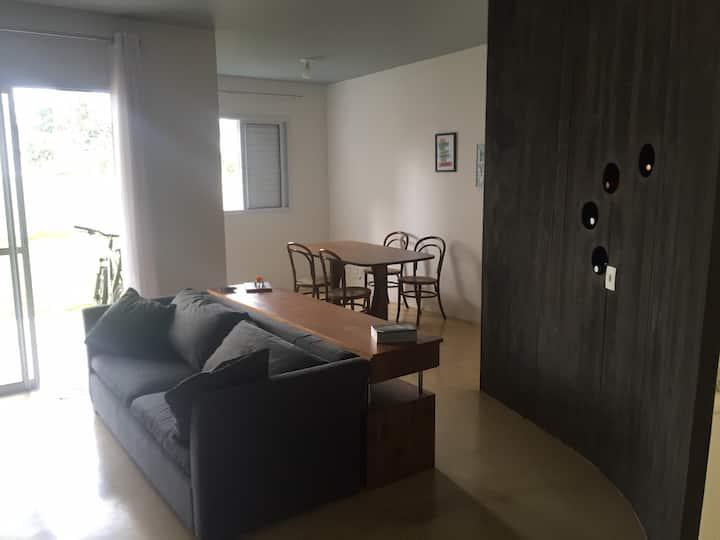 Apartamento grande com 2 quartos