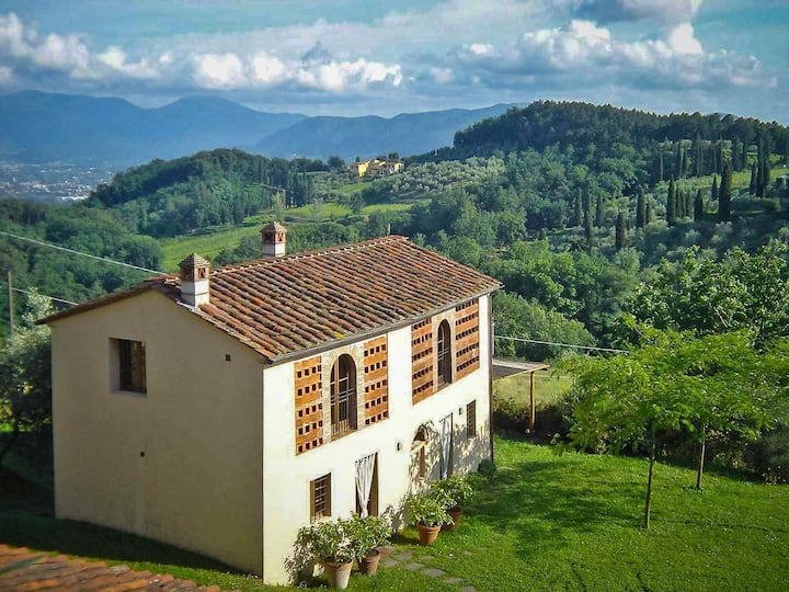 AGLI ORTI - Villa with pool, view, WiFi. Lucca