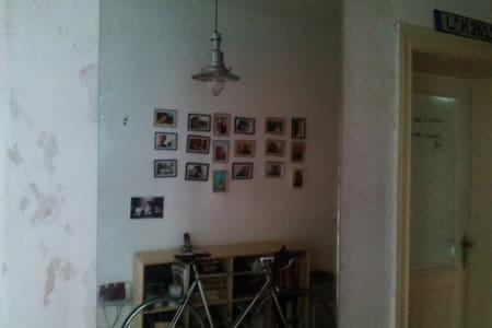 Brigth room, cozy place, southern Schöneberg - Berlin
