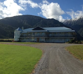 Hukawai Lodge Room 1 - Animals Lake Mountains Bush - Franz Josef Glacier